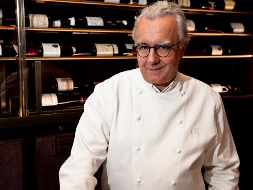 Le chef cuisinier fran ais alain ducasse r duit la for Cuisinier vegetarien